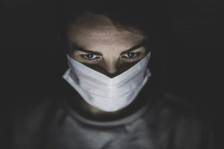 waarom-het-dragen-van-een-mondkapje-soms-best-een-strijd-is-–-viruswaarheid