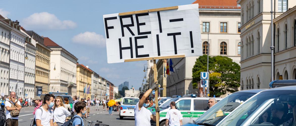 die-ruckkehr-des-ungehorsams- -von-kollektiv-gui- -kenfm.de