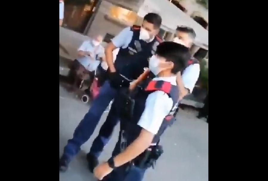 """""""wij-zijn-met-meer!""""-spaanse-politie-probeert-vrouw-zonder-mondkapje-te-arresteren-–-voorbijgangers-doen-mondkapje-af-en-slaan-agenten-op-de-vlucht-–-frontnieuws"""