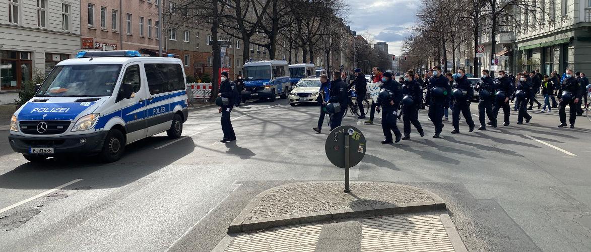 polizei-rechtlos-im-einsatz-antifa-kneift-|-kenfm.de