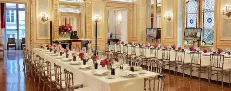 lockdown-is-voor-de-plebs:-in-frankrijk-dineren-politici-in-clandestiene-luxe-restaurants-–-frontnieuws