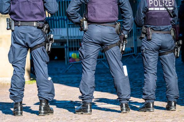 politie-inval-bij-merkel-kritische-rechter-–-de-lange-mars-plus