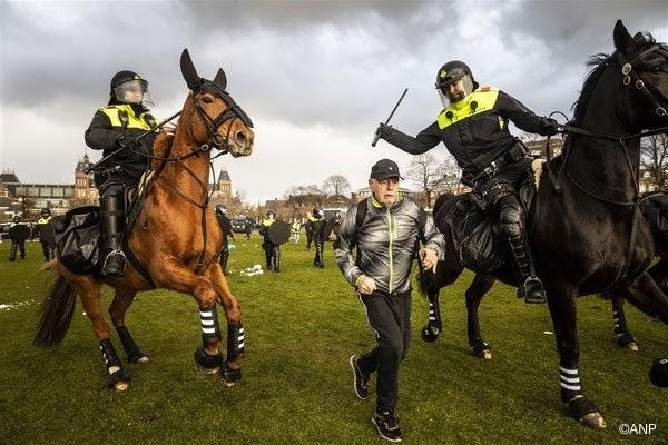 de-amsterdamse-politie-in-actie