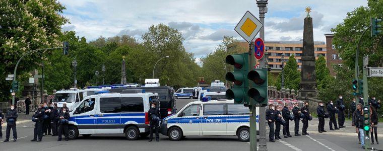 bundesregierung-mauert-berlin-ein- -von-anselm-lenz- -kenfm.de