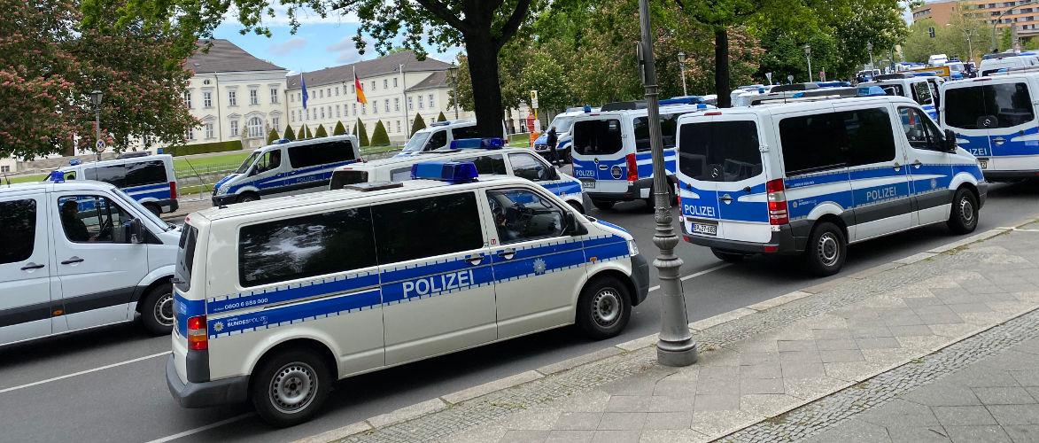 pfingsten-in-berlin-wie-recht-zu-unrecht-wurde-|-von-norbert-vos-|-kenfm.de