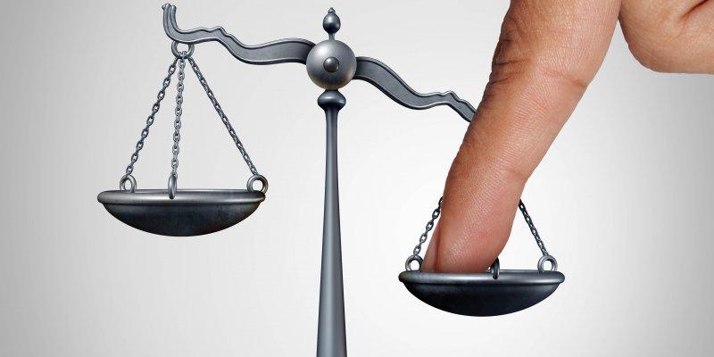 rechtspraak-faciliteert,-legitimeert-en-ridiculiseert-–-viruswaarheid