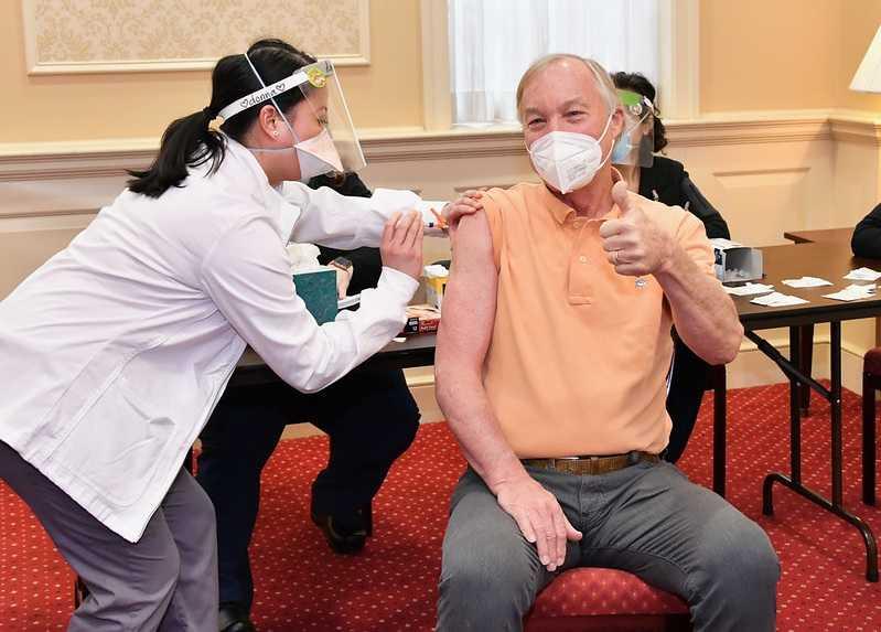een-neurologie-therapeute-praat-over-de-bijwerkingen-van-vaccins-–-frontnieuws