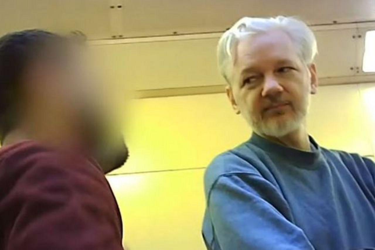 assange:-50.-geburtstag-in-isolationshaft-in-belmarsh