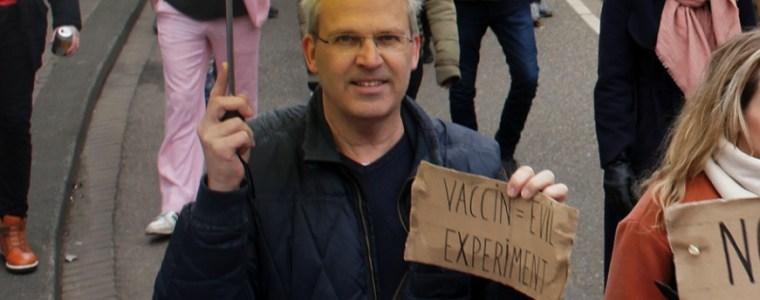 journalist-roept-op-tot-bestrijding-van-'antivaxtuig':-'dit-kan-echt-niet'