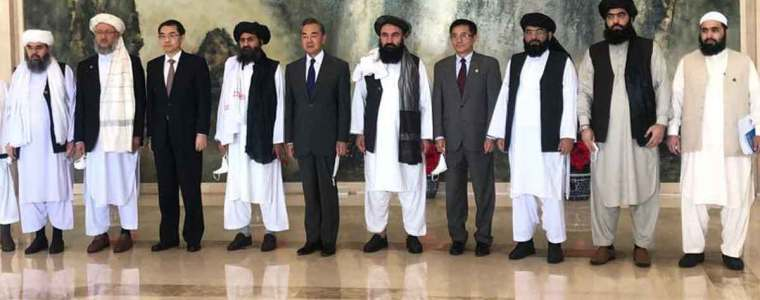 afghaanse-taliban-dragen-geen-mondkapjes,-zijn-ongevaccineerd-en-schoppen-de-vs-het-land-uit