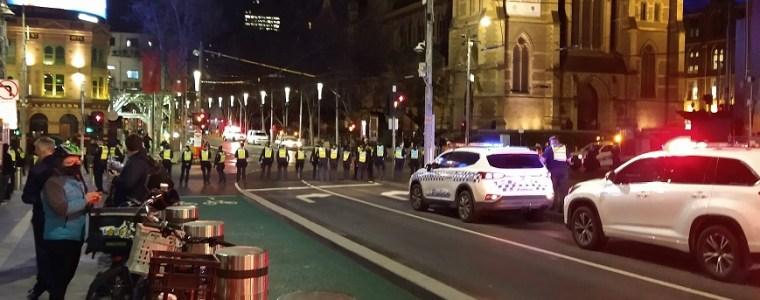 kijk:-australische-politie-schiet-met-rubberen-kogels.-dit-alles-voor-de-volksgezondheid