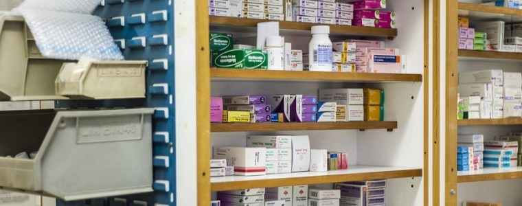 apotheken-krijgen-opdracht-om-geen-medicijnen-te-verstrekken-die-covid-bestrijden:-'dit-is-schandalig'