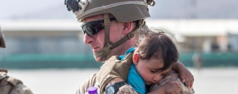 exploitative-viral-pr-photos-of-military-invaders-with-afghankids
