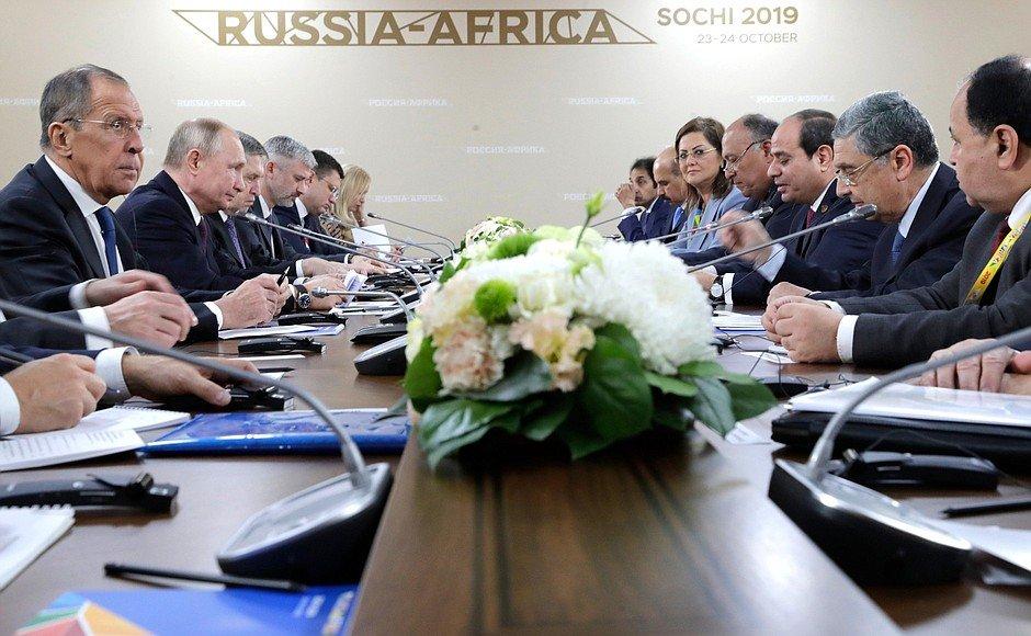 betrekkingen-rusland-egypte;-egypte-hoopt-op-bouw-russische-kerncentrale