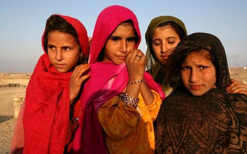 afghaanse-vluchtelingen-blijken-verkrachte-kindbruidjes-mee-te-nemen-naar-het-westen