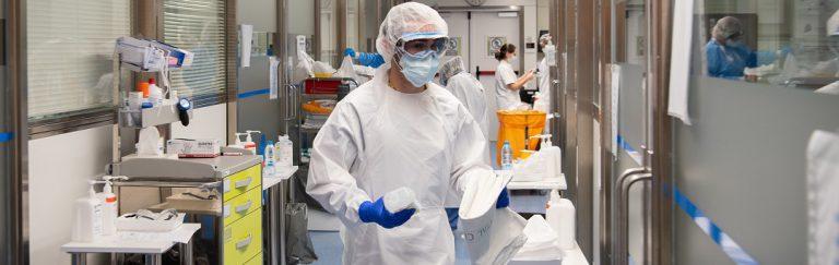 verpleegkundigen-en-verzorgers-spreken-zich-uit:-de-meerderheid-van-de-mensen-die-in-het-ziekenhuis-worden-opgenomen,-is-gevaccineerd