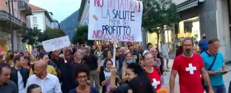 ticanen-gingen-massaal-de-straat-op-om-te-protesteren-tegen-de-uitbreiding-van-het-covid-certificaat