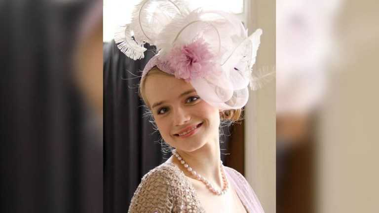 """dochter-van-britse-royal-sterft-aan-""""hevige-hoofdpijn""""-maanden-nadat-ze-covid-19-vaccin-kreeg"""