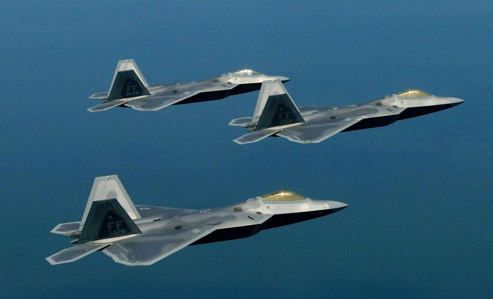 legerarts-en-lucht-en-ruimtevaartspecialist-roept-pentagon-op-alle-piloten-die-covid-19-vaccin-hebben-ontvangen,-aan-de-grond-te-houden