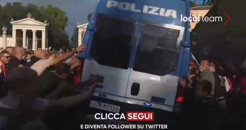 video's:-italianen-vechten-terug-tegen-gewelddadige-politie-tijdens-protest-tegen-vaccinatieplicht