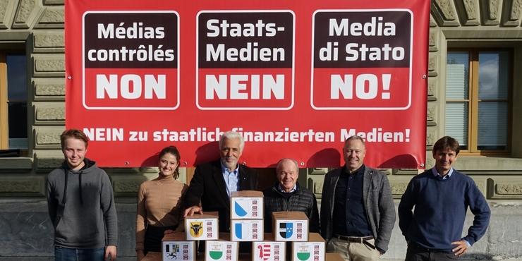 groot-succes-met-meer-dan-113.000-handtekeningen-tegen-de-staatsmedia