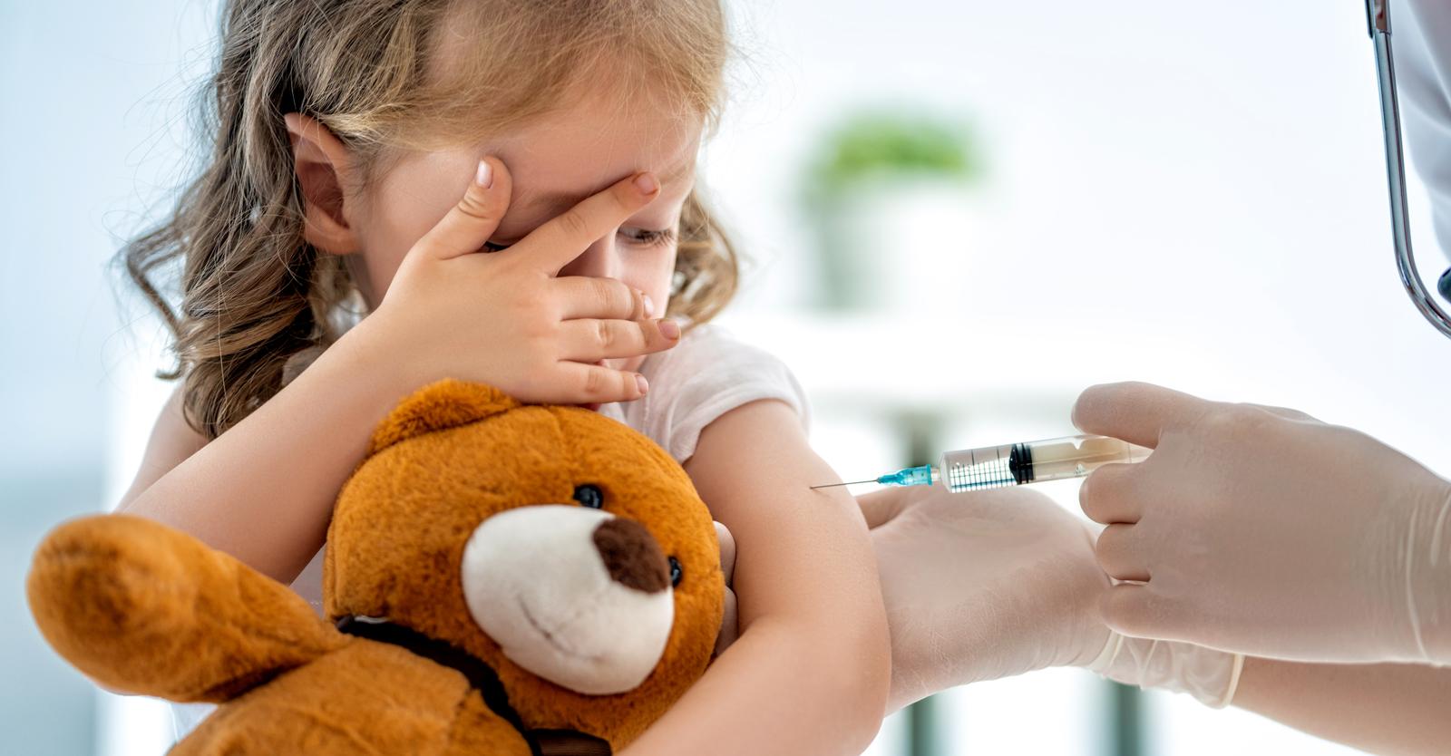 het-witte-huis-zegt-tegen-de-gouverneurs-dat-ze-jonge-kinderen-moeten-inenten,-ook-al-heeft-de-fda-dat-nog-niet-goedgekeurd-kinderarts-zegt,-niet-zo-snel.