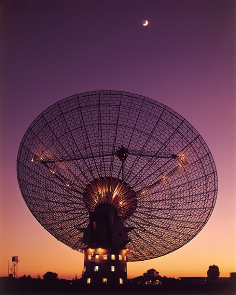The Parkes telescope tracking the Moon during a test several weeks before Apollo 11. Credit: CSIRO
