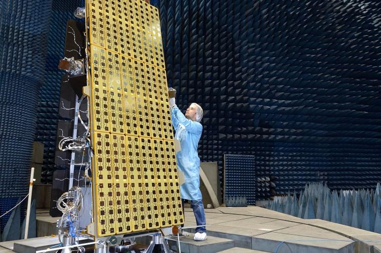 Testing the NovaSAR-1 satellite.