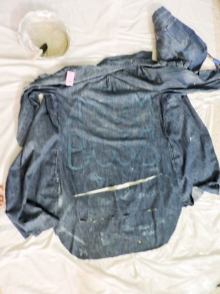 diy denim, distressed, bleached denim, diy fashion, diy trend, trend alert, fashionista, stylish mom, fashion mom, mom style
