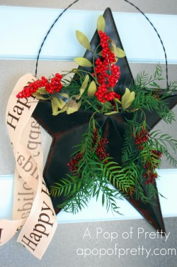 Christmas door decor: Rustic star filled with berries