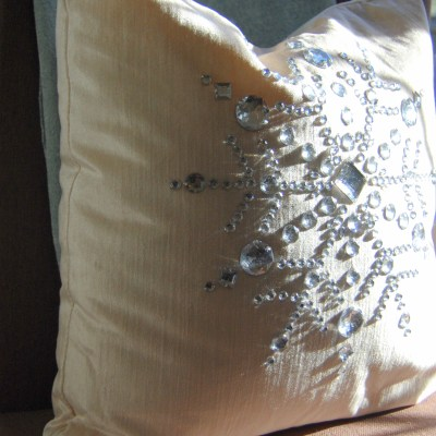 Christmas Decorating Ideas: 10 Pretty Holiday Pillows