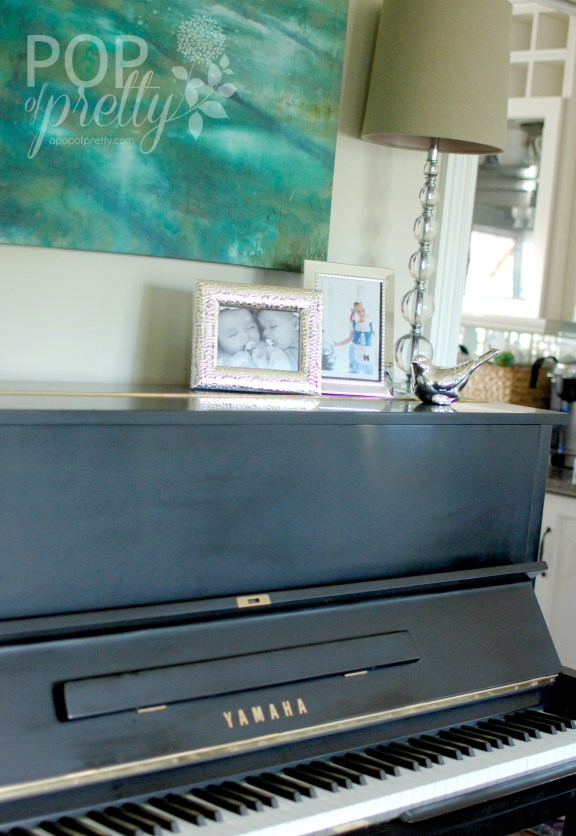 decorating a piano sitting room