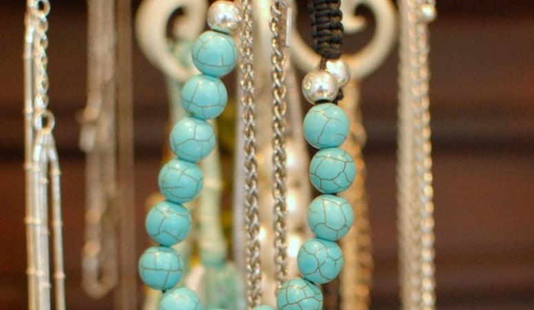 Pretty Ways to Organize Jewellery (A Peek In My Closet!)