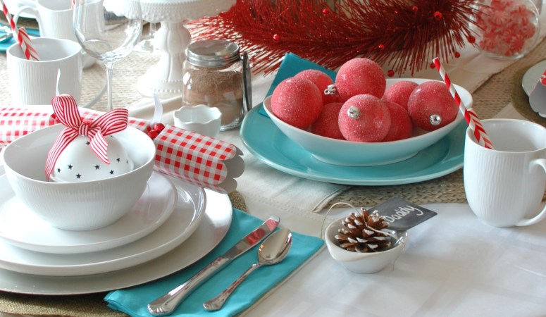 Red & Aqua Cheerful Christmas Table {Canadian Tire}