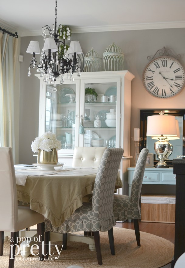 Canadian-Bloggers-Home-Tour-a-pop-of-pretty-dining-room