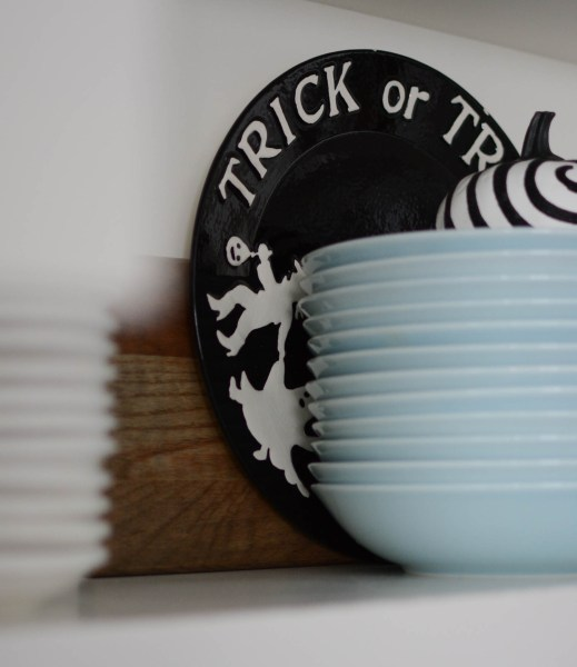 Halloween decorating ideas plate dishes