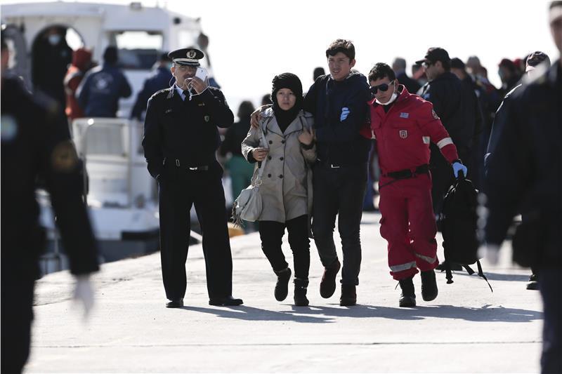 Ολονύχτια επιχείρηση με μετανάστες στην Κρήτη – Διασώθηκαν 42 επιβαίνοντες