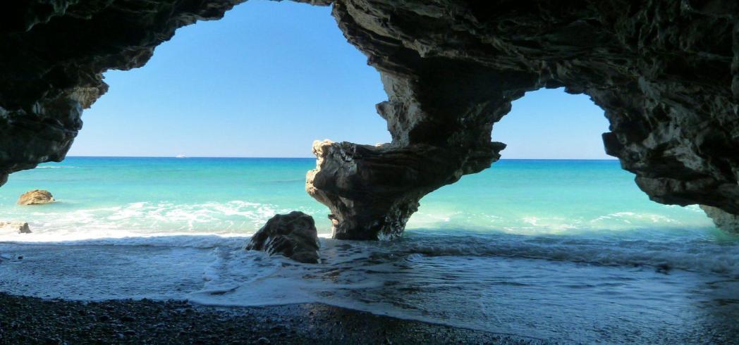 Μέσα στις θαλασσινές σπηλιές…