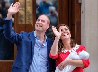 Φρενίτιδα στη Βρετανία για το βασιλικό μωρό - οι πρώτες φωτογραφίες