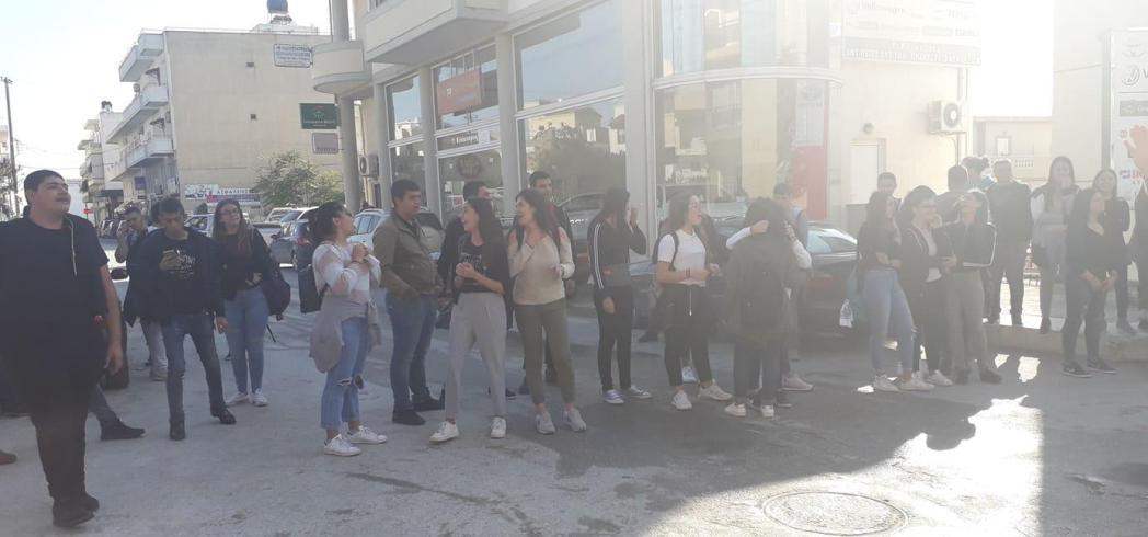 Υπό κατάληψη το ΕΠΑΛ Μοιρών - Συμβολικό κλείσιμο του δρόμου και συνάντηση με τον κ. Ξηρουδάκη