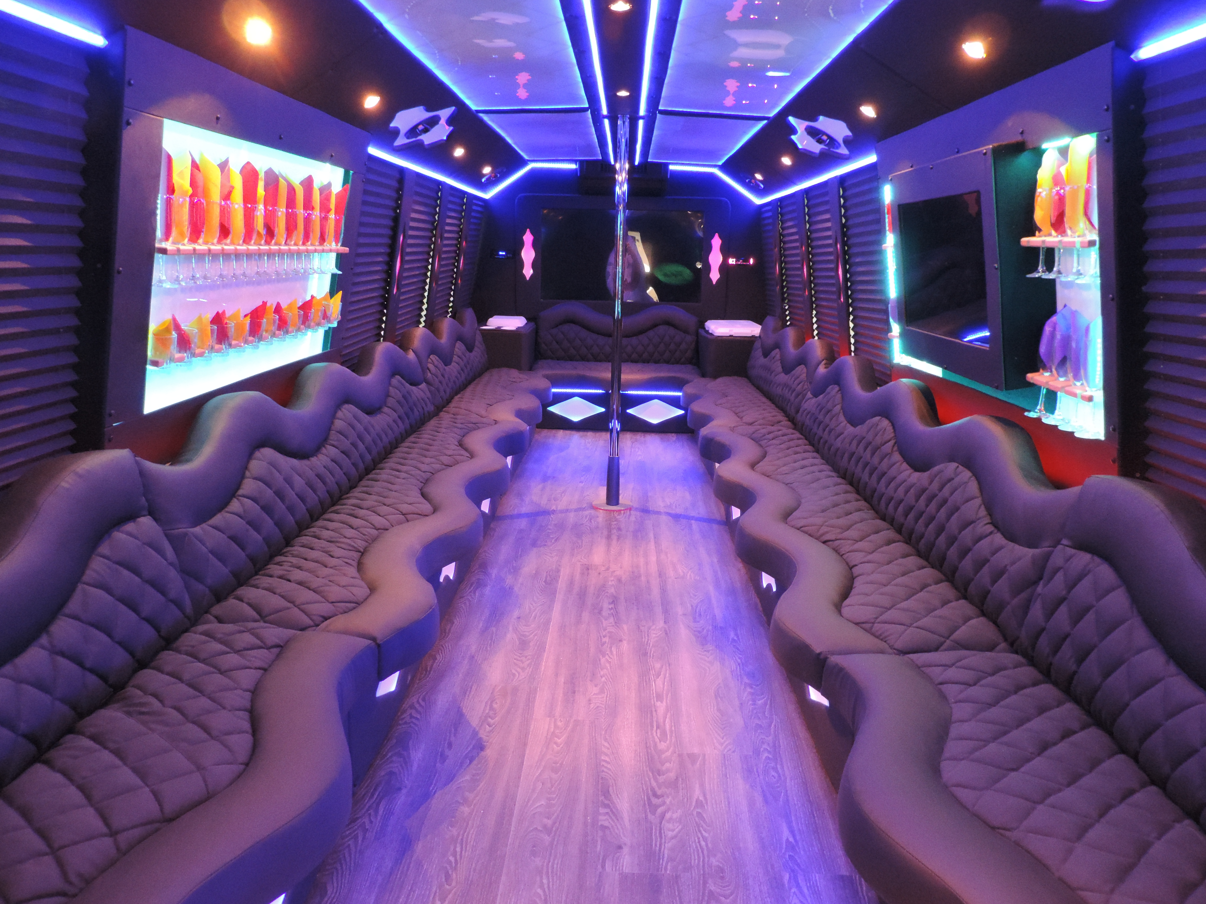 Memphis Limousine Service Exotic Party Buses SUV Limos