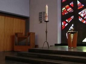 Kleine Orgel mit Kerze und Taufbecken, Gottesdienst am 04.04.2010, © Birgit Schröter