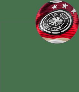 ... ESCUDO NA CAMISA águia é símbolo da extinta Alemanha Ocidental e  homenageia o emblema da família Hohenzollern 28e781c9049af