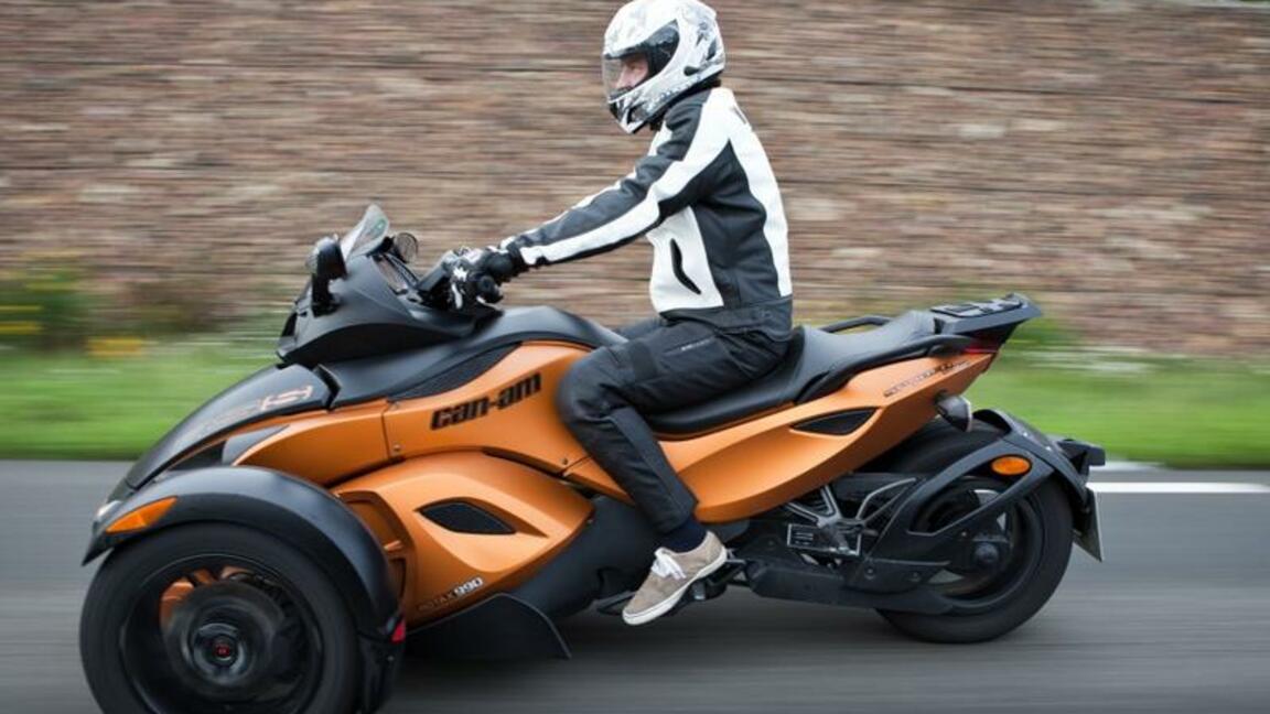 Can Am Spyder Roadster Zwitter Fahrspass Auf Drei Radern