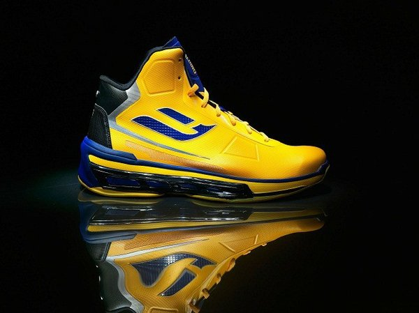Spalding's Point Forward athletic shoe