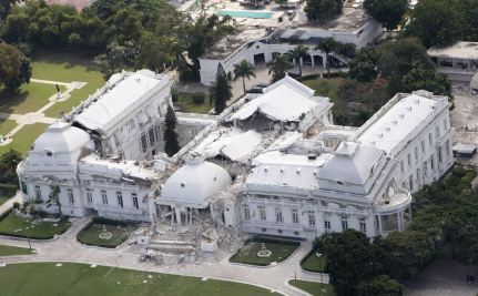 PORT-AU-PRINCE, HAITI .: JANUARY 17, 2010 - A view of the National Palace from a Canadian Forces helicopter in Port-au-Prince, Haiti, Sunday, January 17, 2010. (Tyler Anderson/ National Post) (For National) //NATIONAL POST STAFF PHOTO