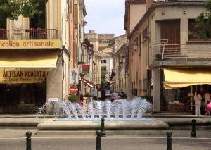 vue sur le chateau des Adhémars qui domine le centre ville de Montélimar pt