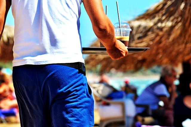 garcon de café sur les allées provençales montélimar drome