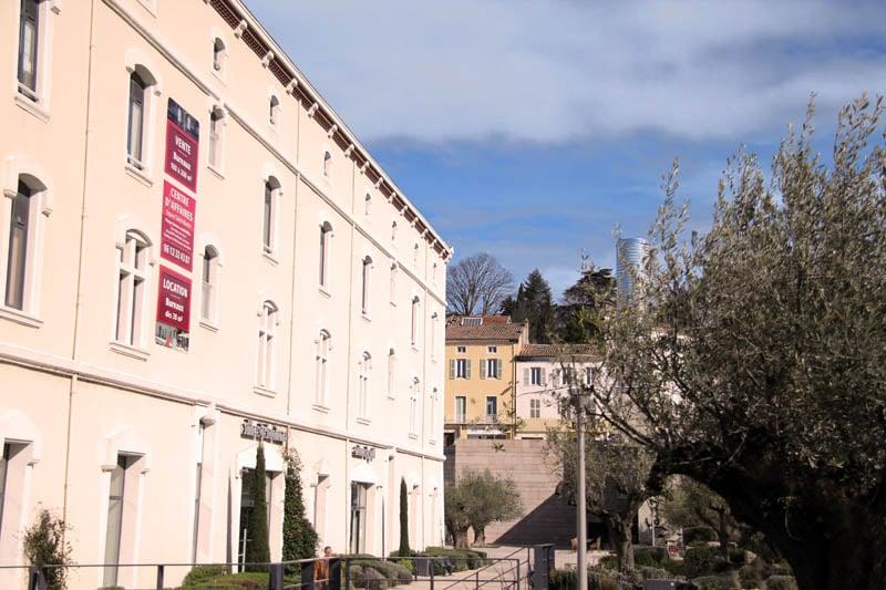 ancienne caserne saint martin montelimar