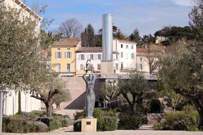 Que faire dans le quartier Saint-Martin à Montélimar ?  jardin des senteurs, art contemporain, oeuvre signal, office de tourisme, que demander de plus? ;)